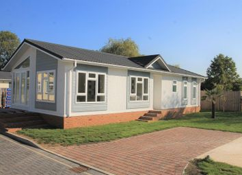 Thumbnail 2 bed mobile/park home for sale in Huxtable Gardens, Bray, Maidenhead