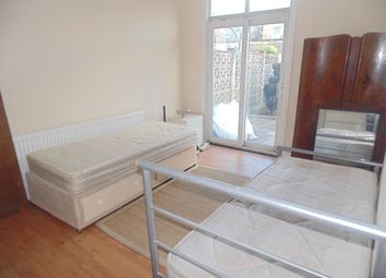 Thumbnail 3 bedroom flat to rent in Astwick Avenue, Hatfield