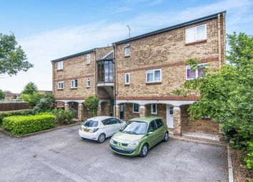 Thumbnail 2 bedroom flat for sale in Basildon, Essex