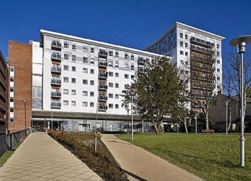 2 bed flat to rent in New Road, Brentwood CM14