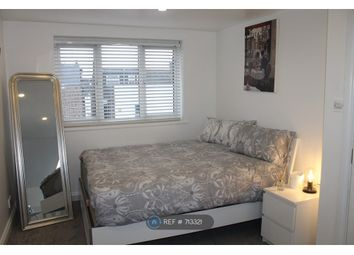 Room to rent in Clovelly Road, London W4