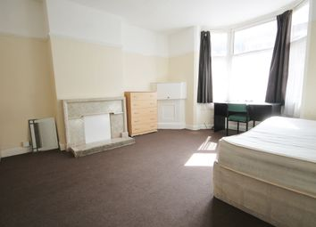 5 bed terraced house to rent in Brazil Street, West End, Leicester LE2
