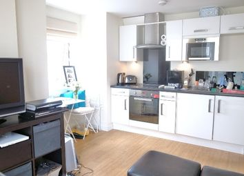 Thumbnail 1 bed flat to rent in Wandsworth High Street, Putney