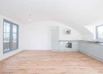 Thumbnail 1 bedroom flat for sale in Courtlands, Maidenhead