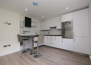 2 bed flat to rent in Walwyn Close, Bath BA2