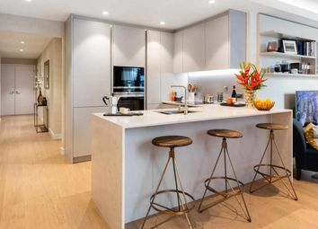 2 bed flat for sale in Marsh Wall, London E14