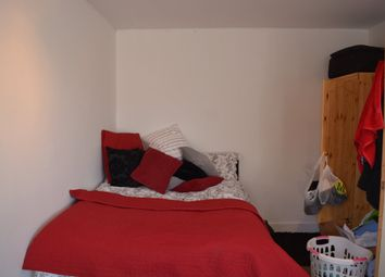 Thumbnail 6 bed flat to rent in St. Stephens Road, London