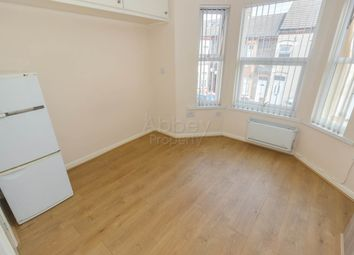 Thumbnail 1 bed flat to rent in Crawley Road, Luton