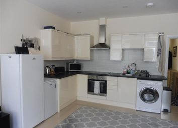 Thumbnail 1 bed flat to rent in London Road, Cowplain, Waterlooville