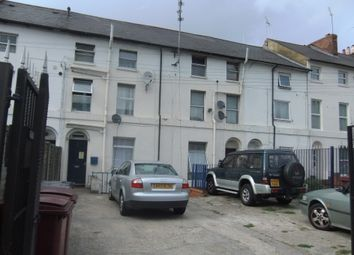 Thumbnail 3 bed flat to rent in Chatham Street, Reading