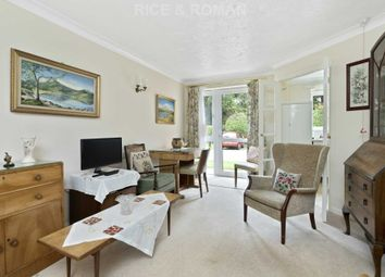 Manor Road North, Hinchley Wood, Esher KT10. 1 bed flat for sale