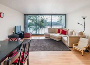 2 bed flat to rent in Selsdon Way, London E14