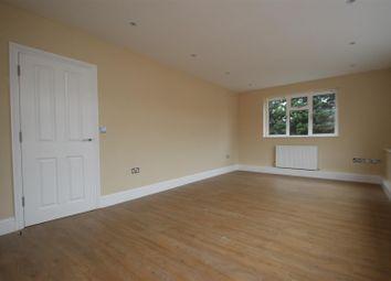 Thumbnail 2 bed flat to rent in Watling Street, Radlett