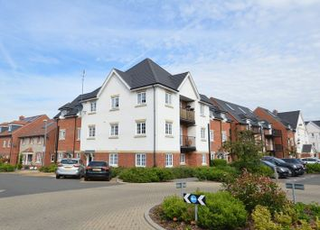 Thumbnail 1 bed flat to rent in Wellesbourne Crescent, High Wycombe