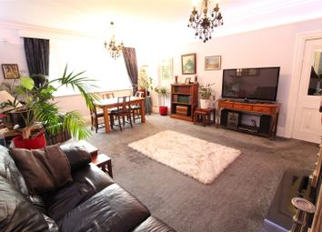 2 bed flat to rent in Westbourne Avenue, Princes Avenue, Hull HU5