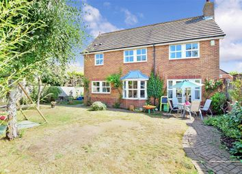 Crabtree Close, Kings Hill, West Malling, Kent ME19. 4 bed detached house