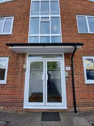 Somerset Road, Farnborough GU14. 2 bed flat