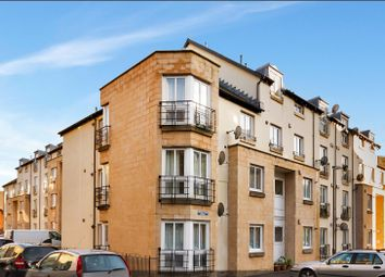 3 bed flat to rent in Waverley Park, Abbeyhill, Edinburgh EH8