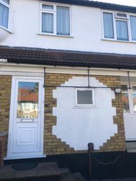 2 bed flat to rent in The Grove, Edgware NW9