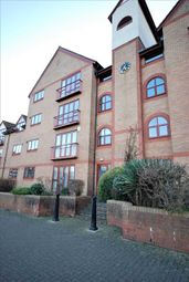 2 bed flat to rent in Cumberland Close, Bristol BS1