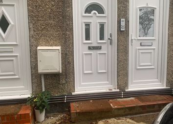 Thumbnail 2 bed flat to rent in The Avenue, Coulsdon