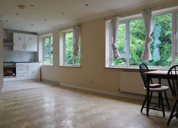 2 bed maisonette to rent in Devonshire Close, Palmers Green, London N13