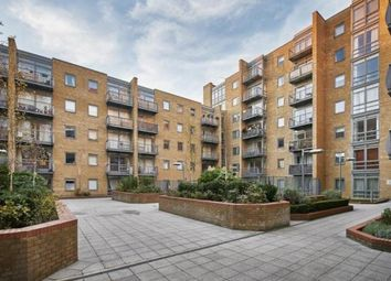 Thumbnail 1 bed flat to rent in Canary Whaf, London