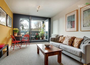 Thumbnail 1 bed flat to rent in Triangle Road, London Fields