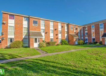 Thumbnail 2 bed flat for sale in Clyfton Close, Broxbourne