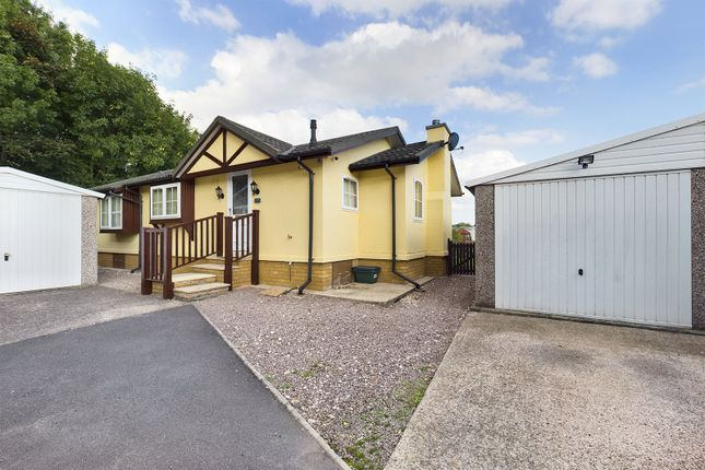 2 bed mobile/park home for sale in Barton Broads Park, Maltkiln Road, Barton-Upon-Humber, North Lincolnshire DN18