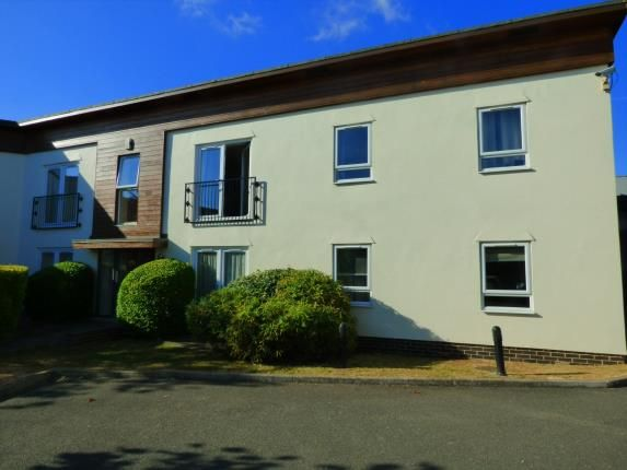 Thumbnail Flat for sale in Priorywood Drive, Leigh-On-Sea