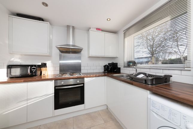 Thumbnail Flat for sale in Yeats Close, Royston