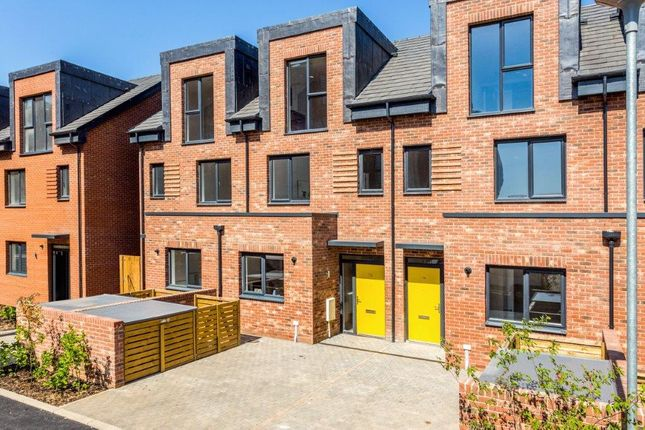 Thumbnail Terraced house for sale in 49 Reynard Way, Brentford