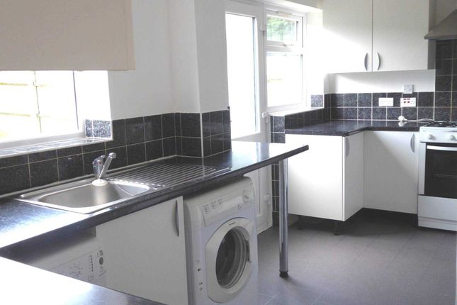 Thumbnail Property to rent in Burgess Close, Woodley, Reading