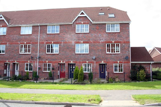 Thumbnail Terraced house to rent in Bronze Close, Basingstoke