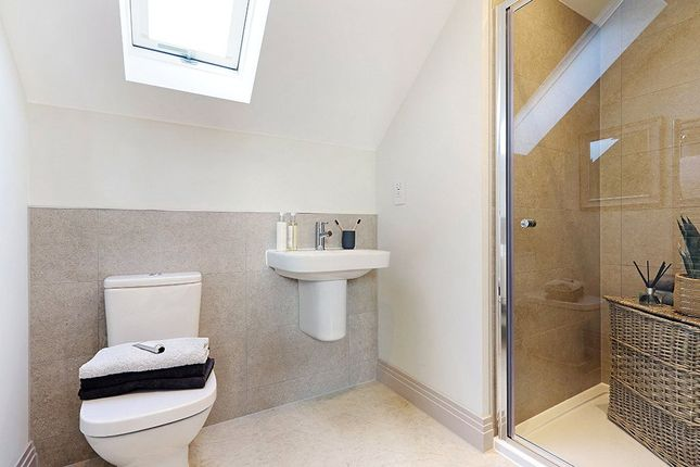 En Suite of Colemansmoor Road, Woodley, Reading RG5