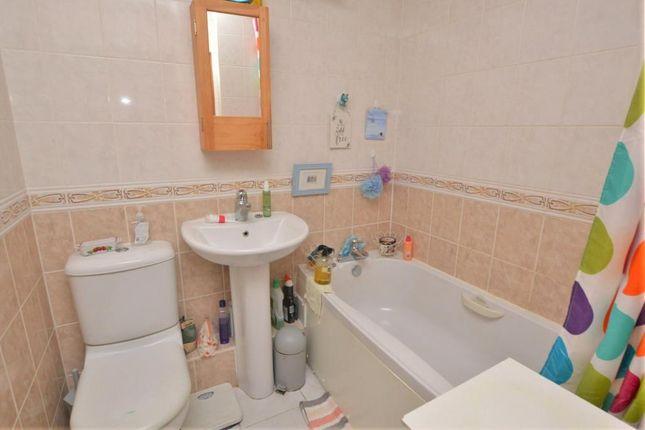 Bathroom of Lamplighters, Newlands, Honiton, Devon EX14
