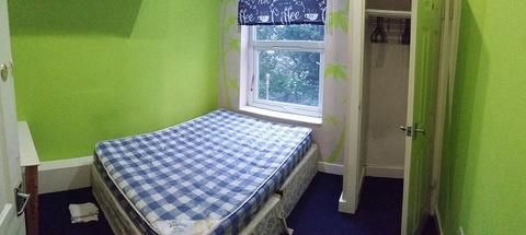 Thumbnail Shared accommodation to rent in 62 Old Road, Bradford