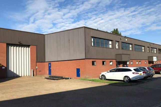 Thumbnail Warehouse to let in Unit 7 Heron Industrial Estate, Reading