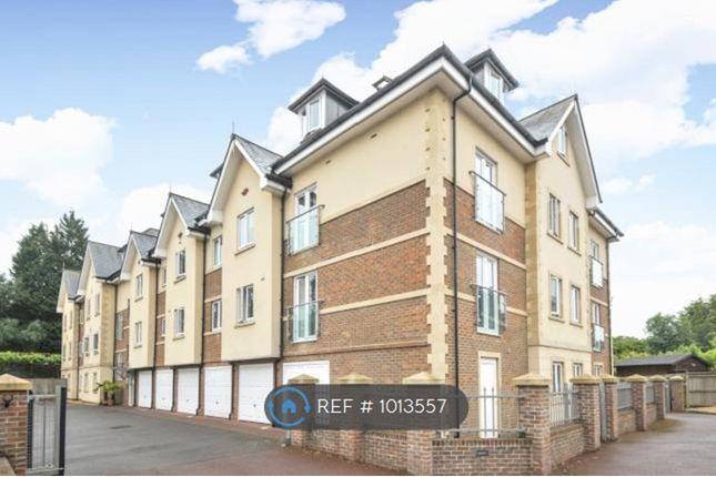 2 bed flat to rent in Queens Road, Haywards Heath RH16