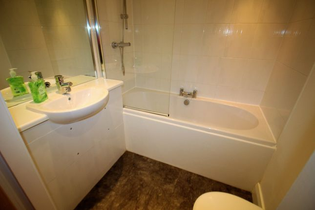 Bathroom of Crosshall Street, Liverpool L1