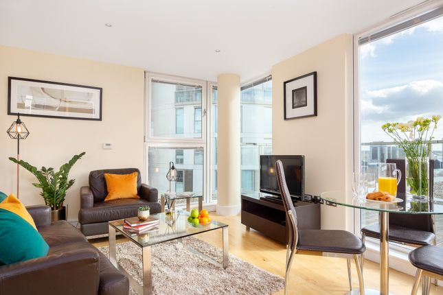 Flat to rent in Canary Wharf, London