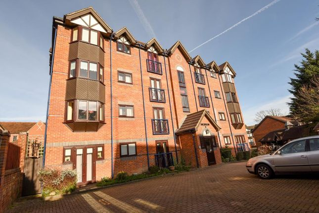 2 bed flat for sale in Talbot Court, Reading