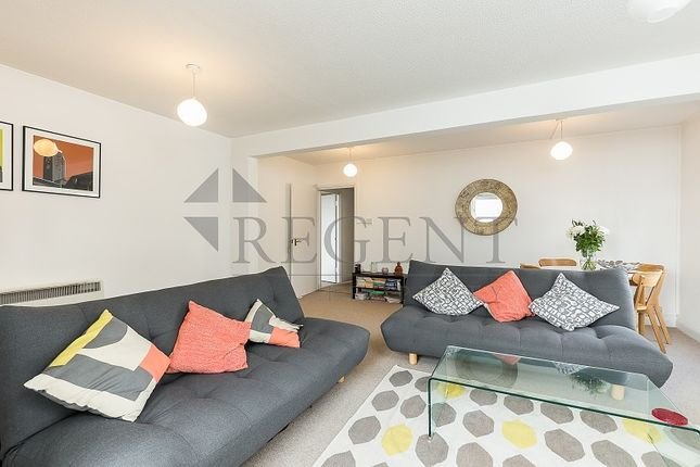 Flat to rent in Grant Road, London
