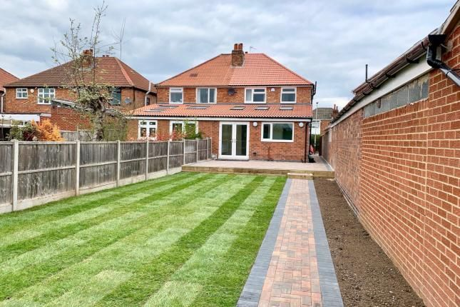 Thumbnail Semi-detached house to rent in Collingham Road, Leicester