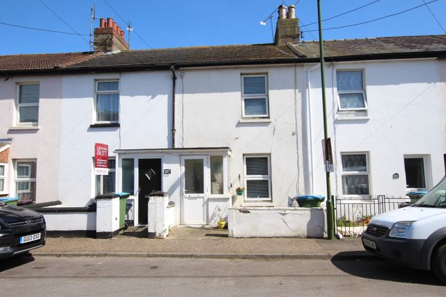 2 bed property to rent in Beaconsfield Road, Wick