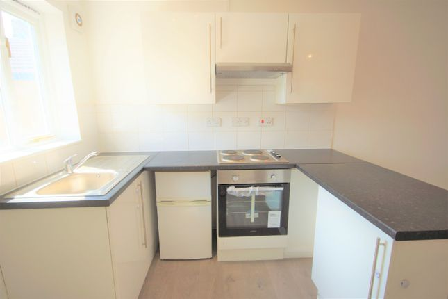 Thumbnail Flat to rent in High Street, Northwood, Middlesex