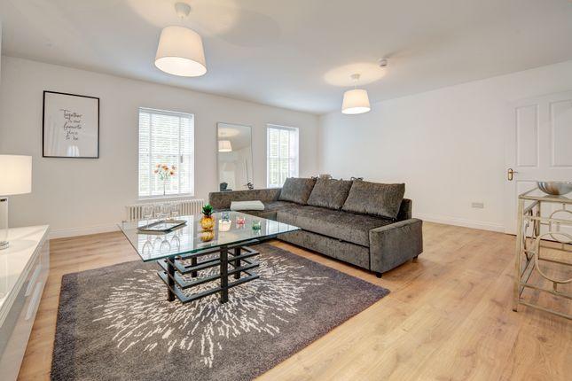 Thumbnail Flat to rent in Phoenix Road, London