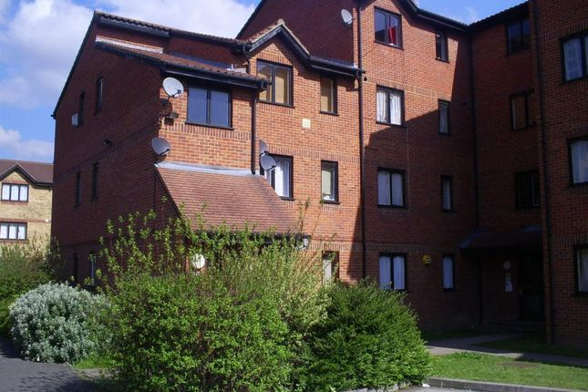 1 bed flat to rent in Burbage House, Samuel Close SE14