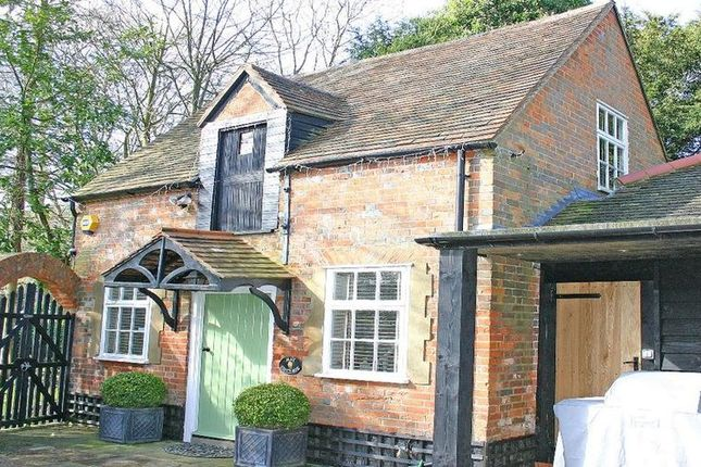 Thumbnail Cottage to rent in Long Grove, Seer Green, Beaconsfield